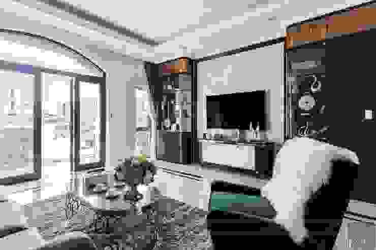 Thiết kế và thi công nội thất biệt thự Tân Cổ Điển sang trọng và đẳng cấp Phòng khách phong cách kinh điển bởi ICON INTERIOR Kinh điển