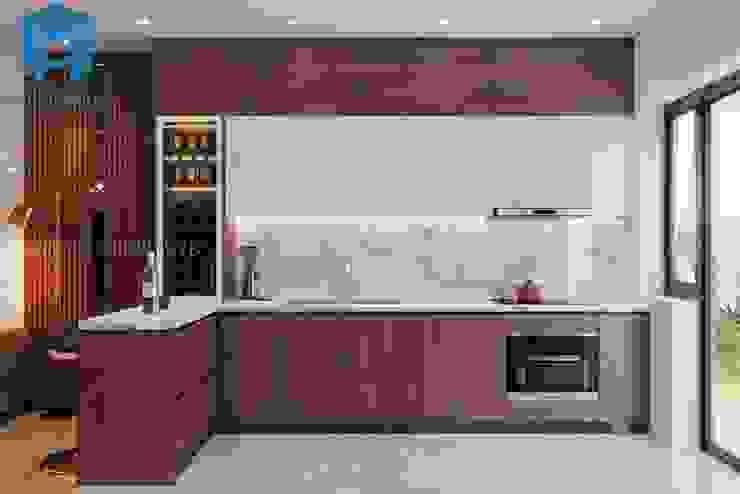 Tủ bếp hình chữ L khá hiện đại Công ty TNHH Nội Thất Mạnh Hệ Phòng ăn phong cách hiện đại Wood effect