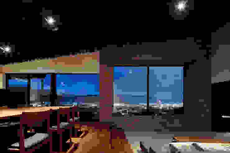 M4: キューボデザイン建築計画設計事務所が手掛けたリビングです。