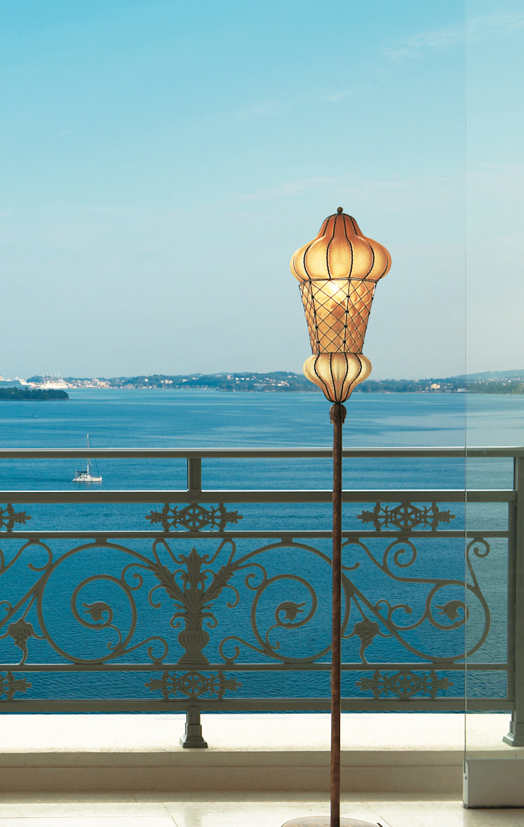 Vista sul mare siru srl Balcone, Veranda & Terrazza in stile eclettico Vetro
