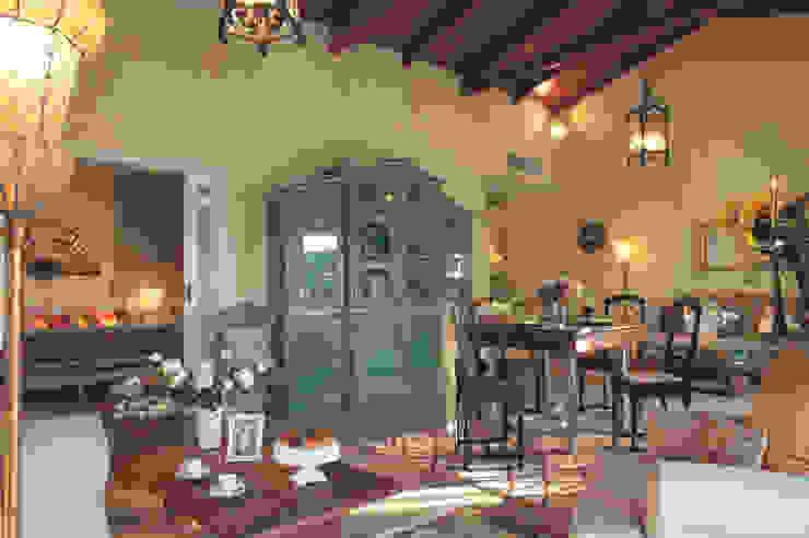 Living & Dining Room siru srl Sala da pranzo eclettica