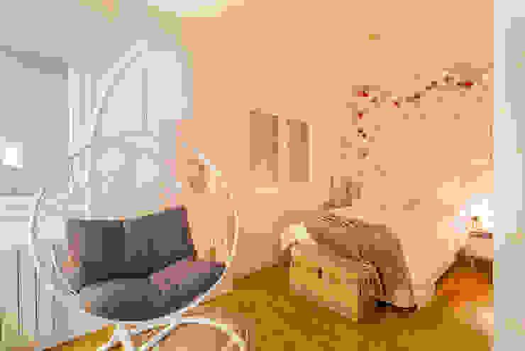 Modern style bedroom by Estudi Aura, decoradores y diseñadores de interiores en Barcelona Modern
