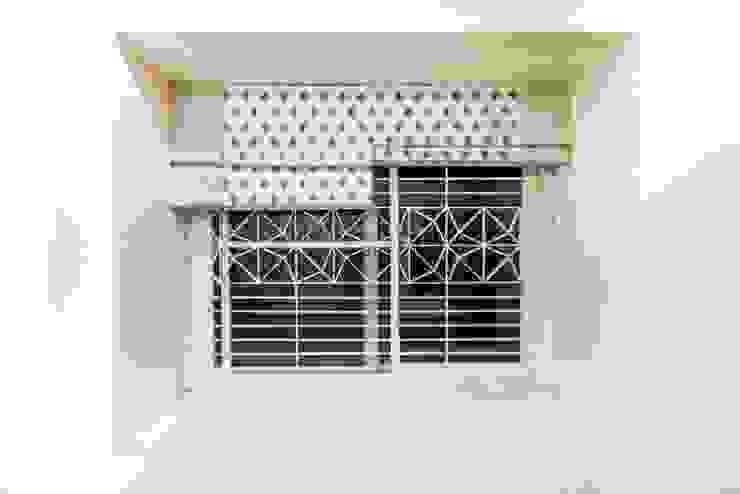 Puertas y ventanas modernas de Squares design studio Moderno