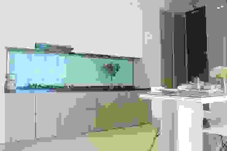 ミニマルデザインの キッチン の POWL Studio ミニマル