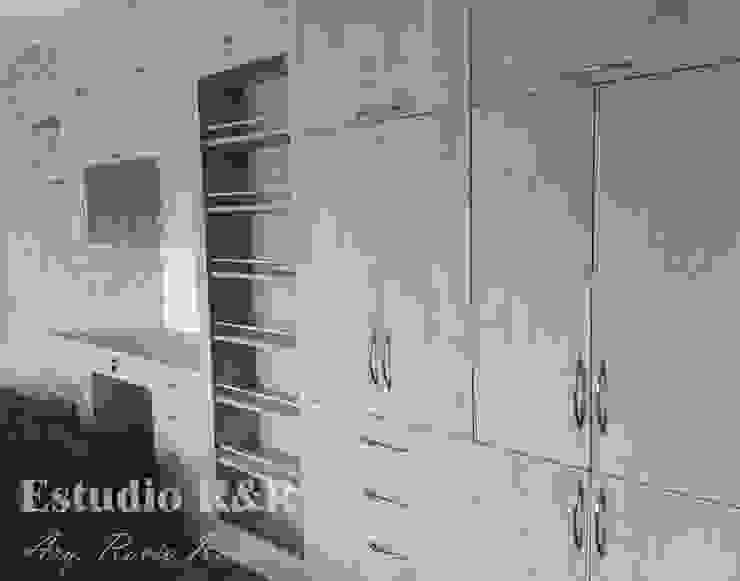 Clóset con esclusa de Estudio R&R Moderno Aglomerado
