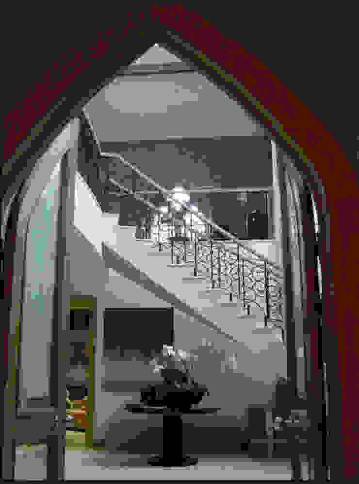 A House in St Saviours Church, Knightsbridge, London Modern corridor, hallway & stairs by 4D Studio Architects and Interior Designers Modern