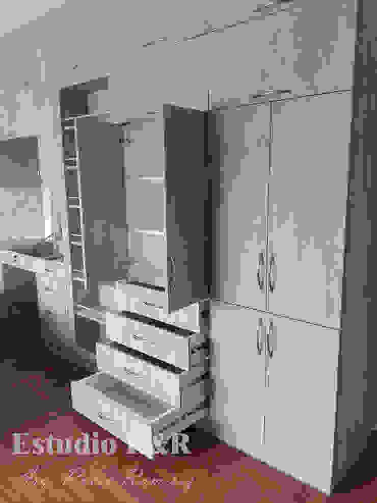 Estudio R&R BedroomWardrobes & closets Chipboard Grey