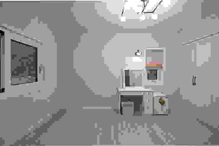 Projekty,  Pokój multimedialny zaprojektowane przez 하우스톡,