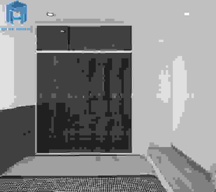 tủ quần áo màu đen trong không gian phòng ngủ master Phòng ngủ phong cách hiện đại bởi Công ty TNHH Nội Thất Mạnh Hệ Hiện đại
