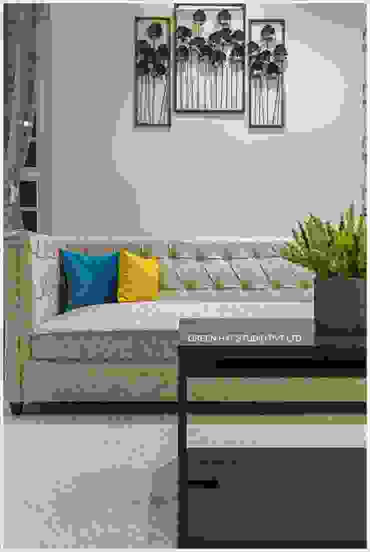 Moderne Wohnzimmer von GREEN HAT STUDIO PVT LTD Modern