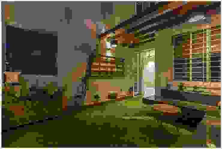 Rustikaler Balkon, Veranda & Terrasse von GREEN HAT STUDIO PVT LTD Rustikal