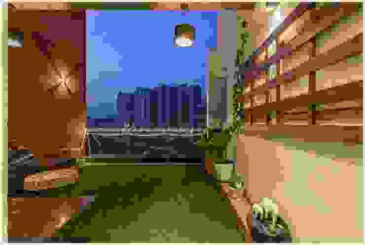 Moderner Balkon, Veranda & Terrasse von GREEN HAT STUDIO PVT LTD Modern