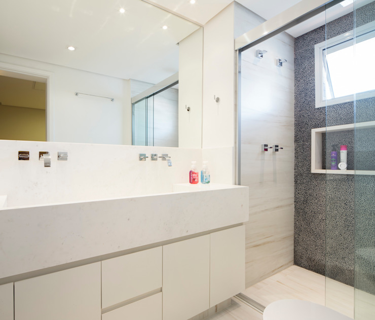 Eclectic style bathroom by C2HA Arquitetos Eclectic
