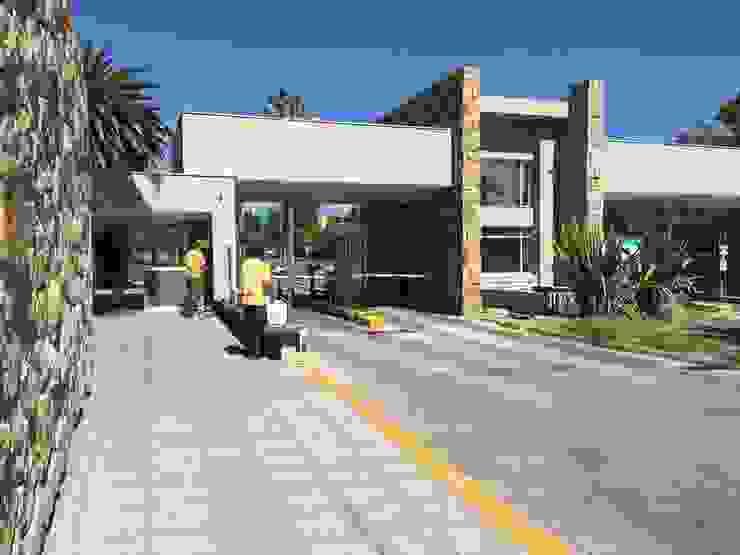Obra en ejecución Casas modernas: Ideas, diseños y decoración de Gustavo Avila, arquitecto Moderno Piedra