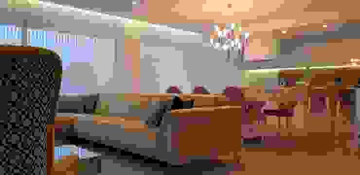 Detalhe do sofá e candeeiro de sala de jantar por Alma Braguesa Furniture Moderno Têxtil Ambar/dourado