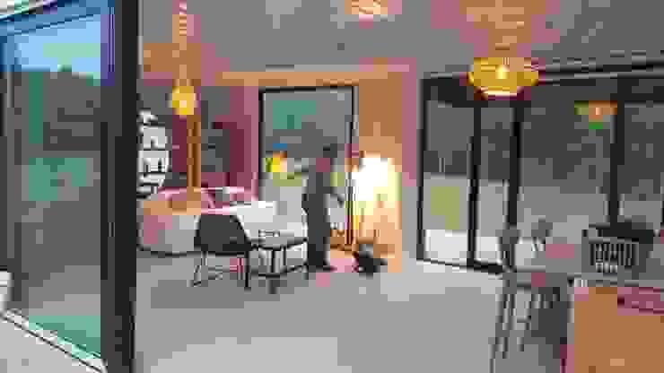MOVI SHIPPING CONTAINER HOMES 2 MOVİ evleri Minimalist Oturma Odası