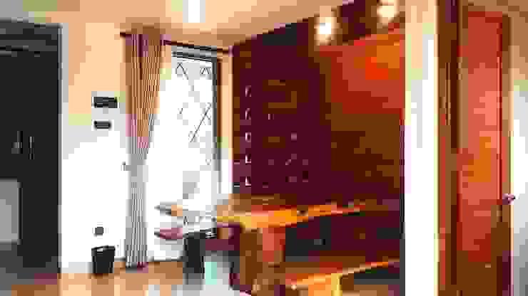Cattleya Art Studio & Residence Ruang Makan Tropis Oleh Mandalananta Studio Tropis Kayu Wood effect