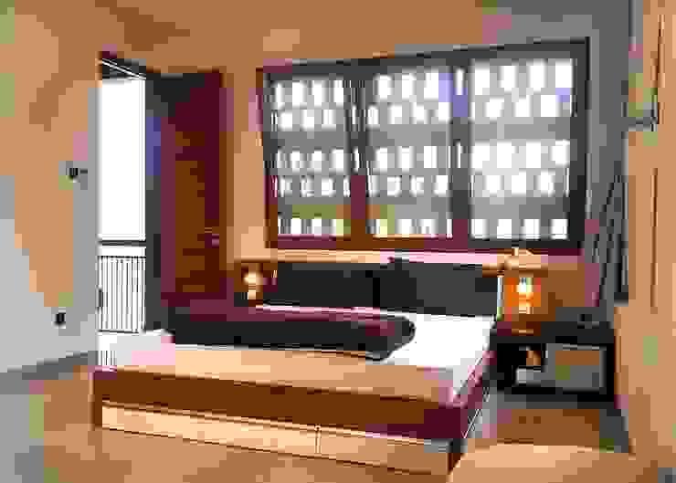 Cattleya Art Studio & Residence Oleh Mandalananta Studio Tropis Kayu Wood effect