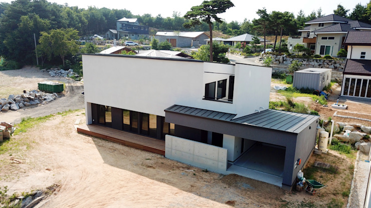 AKHANAKIMO HOUSE – 고양이와 함께사는 집 by HOMEPOINT. 모던