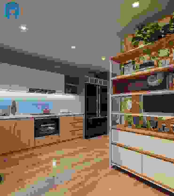 Hệ thống tủ bếp sang trọng và bắt mắt Nhà bếp phong cách hiện đại bởi Công ty TNHH Nội Thất Mạnh Hệ Hiện đại