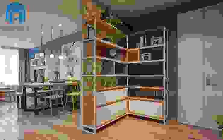Sử dụng vách ngăn kệ trang trí để tạo không gian riêng giữa phòng bếp với phòng khách và phòng ăn Tường & sàn phong cách hiện đại bởi Công ty TNHH Nội Thất Mạnh Hệ Hiện đại