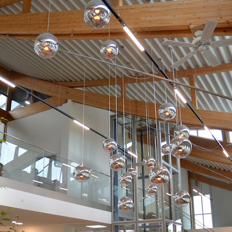 Beleuchtung bei der Firma Haas Fertigbau!:  Geschäftsräume & Stores von Licht-Design Skapetze GmbH & Co. KG