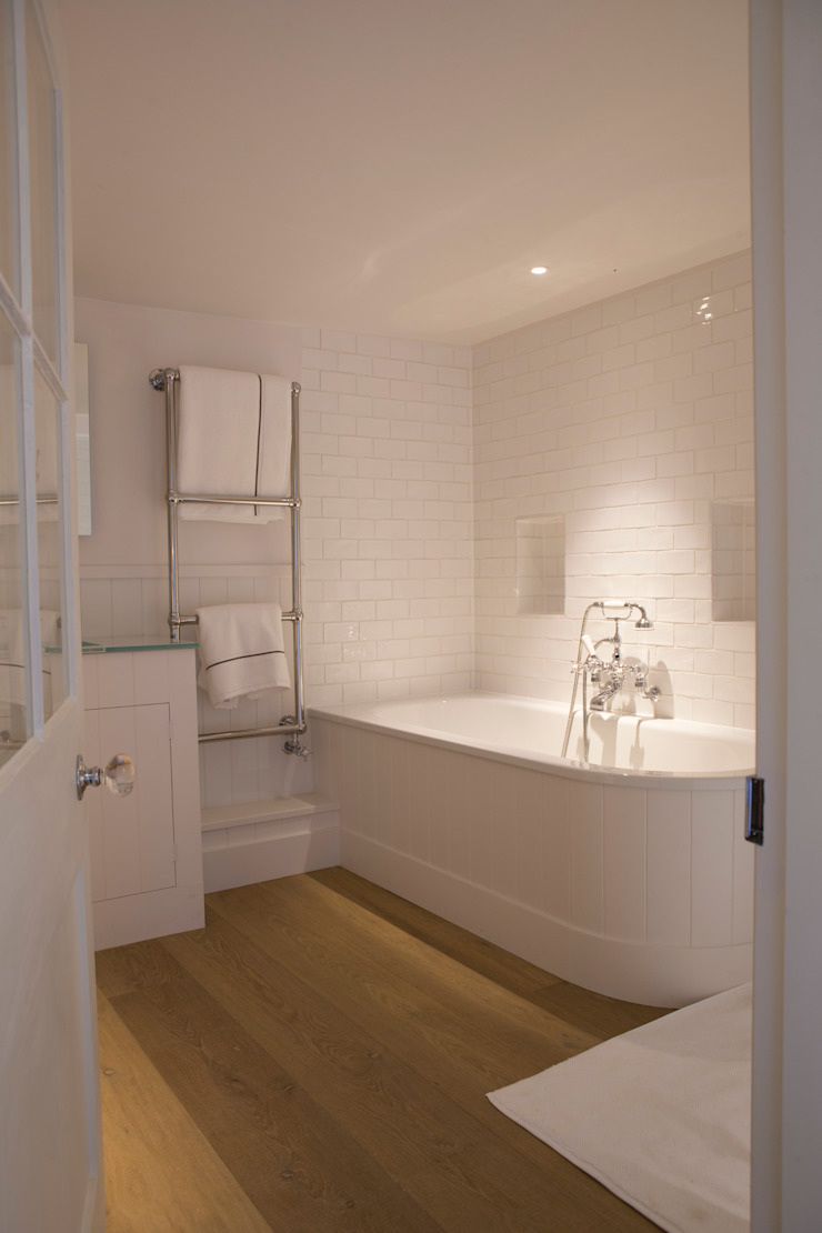 Ensuite with large bath Country style bathroom by CLPM Ltd Construction Project Consultancy Country