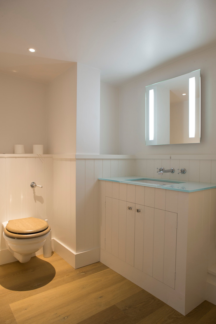 Washstand and wc in ensuite bathroom Country style bathroom by CLPM Ltd Construction Project Consultancy Country