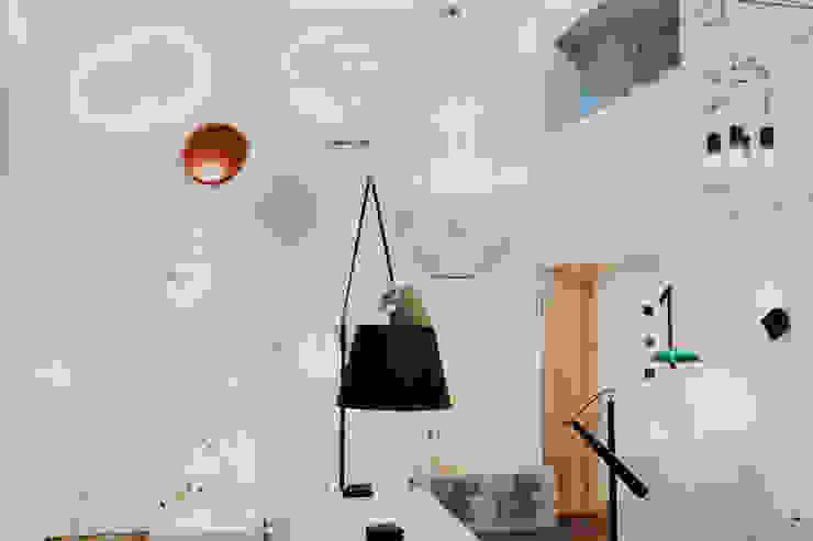 Showroom UNO iluminación en Valladolid Centros de exposiciones de estilo minimalista de UNO iluminación Minimalista