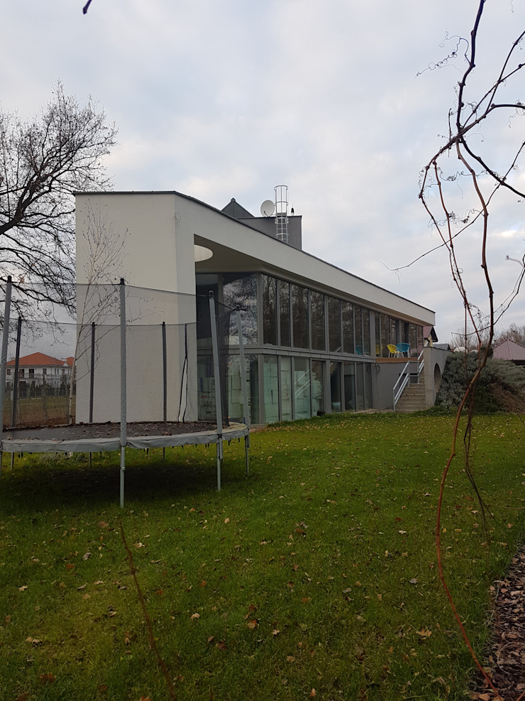 by Budownictwo i Architektura Marcin Sieradzki - BIAMS Minimalist Concrete