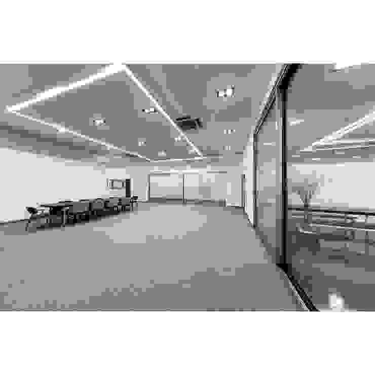 위드지스 창호전시장 내부 by WITHJIS(위드지스) 모던 알루미늄 / 아연