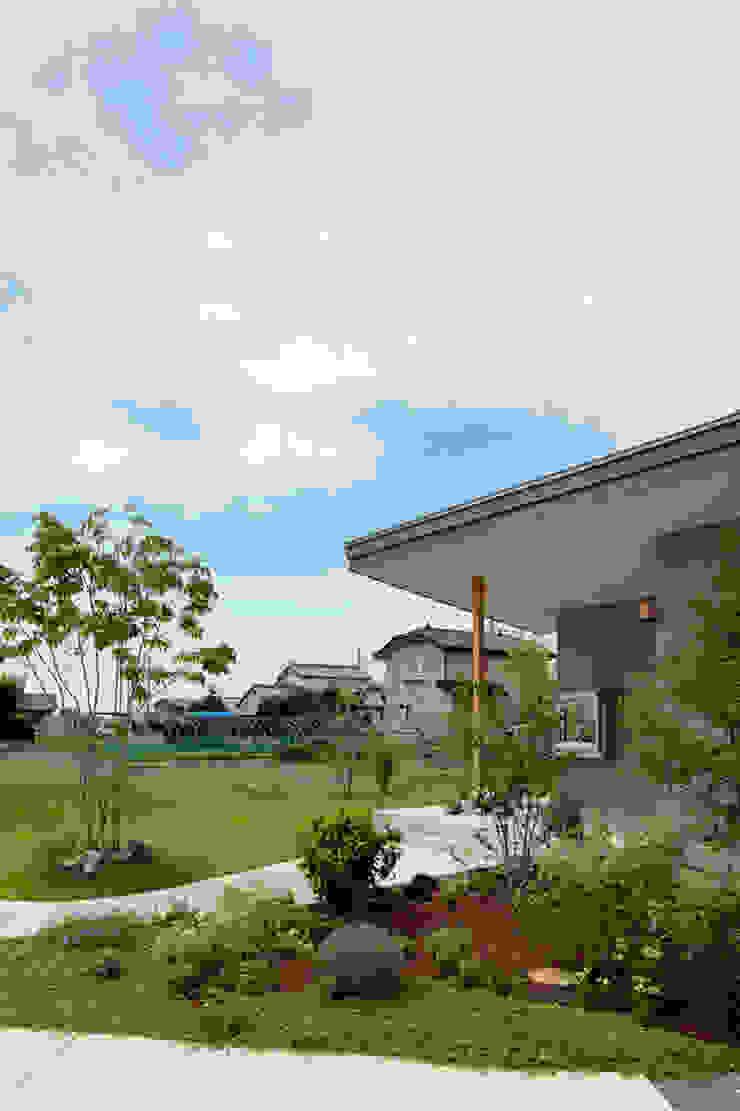Minimalist style garden by arc-d Minimalist