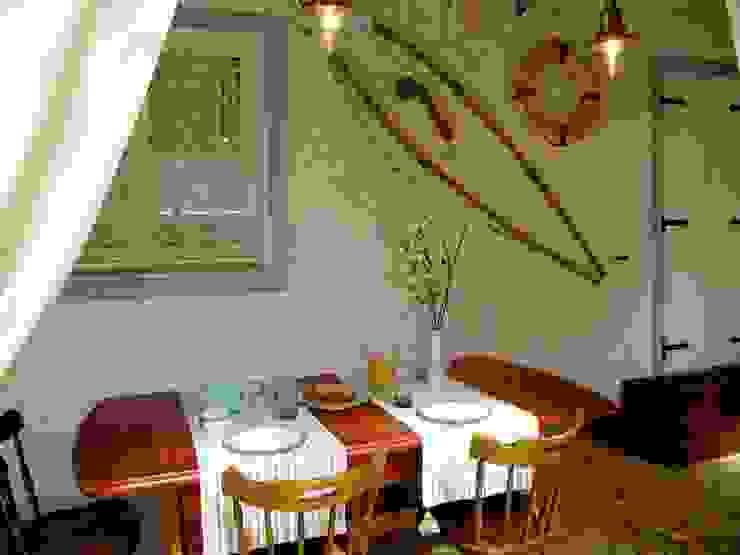 Villa Costa Sala da pranzo minimalista di Silvia Cubeddu architetto Minimalista