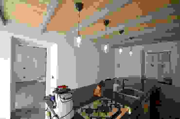 Cascinale novarese ristrutturato completamente Cucina moderna di Arch. Francesco Antoniazza - Il bello della casa ..................... di una volta Moderno
