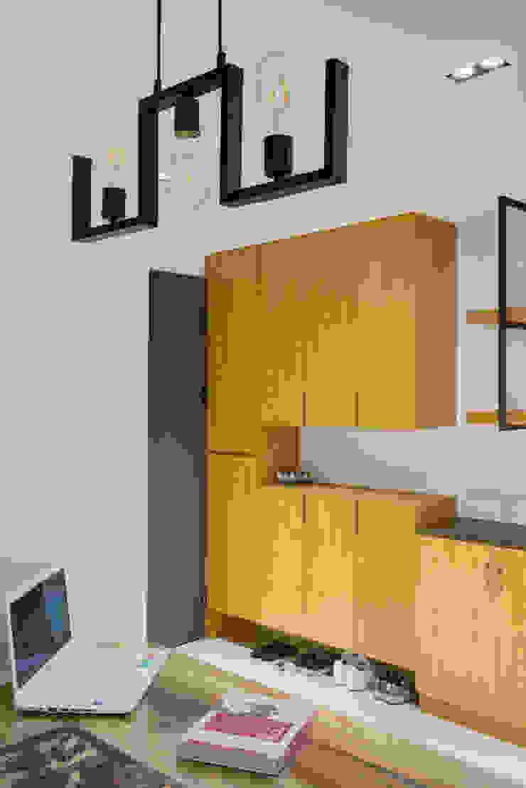 Modern dining room by 築室室內設計 Modern