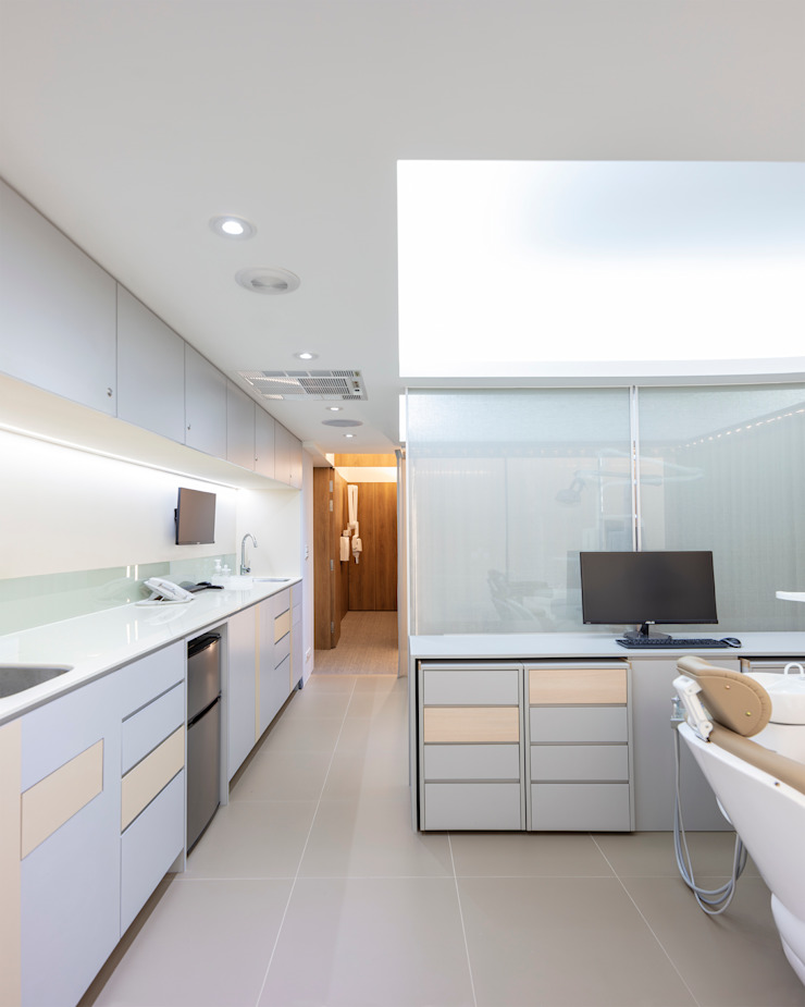 牙醫診所 Dental Clinic 根據 何侯設計 Ho + Hou Studio Architects 現代風