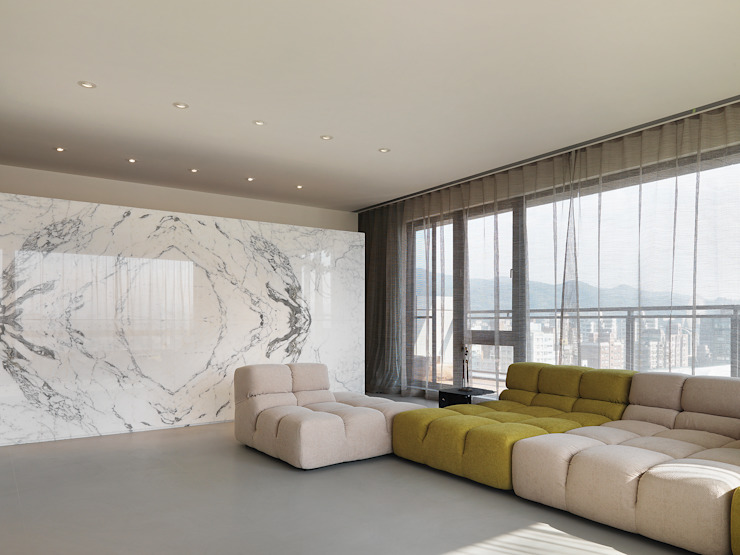 大直沈宅 Sheng Residence 现代客厅設計點子、靈感 & 圖片 根據 何侯設計 Ho + Hou Studio Architects 現代風