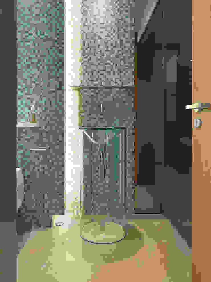 大直沈宅 Sheng Residence 現代浴室設計點子、靈感&圖片 根據 何侯設計 Ho + Hou Studio Architects 現代風