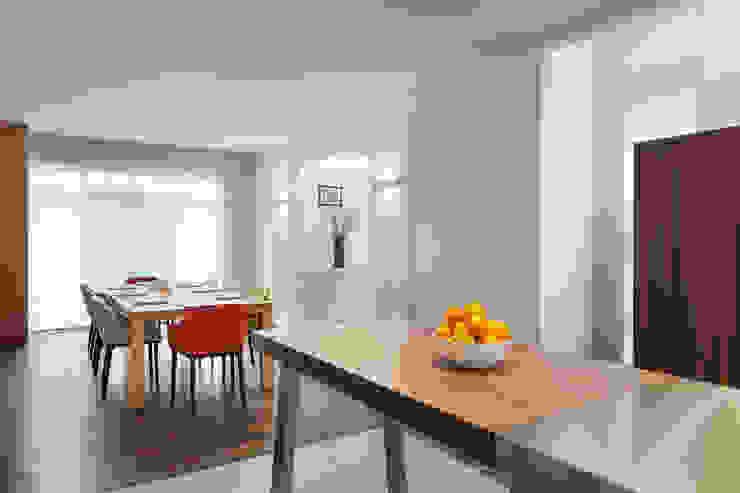 Modern kitchen by 何侯設計 Ho + Hou Studio Architects Modern