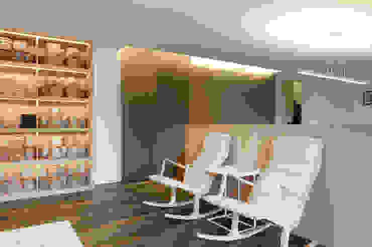 Рабочий кабинет в стиле модерн от 何侯設計 Ho + Hou Studio Architects Модерн