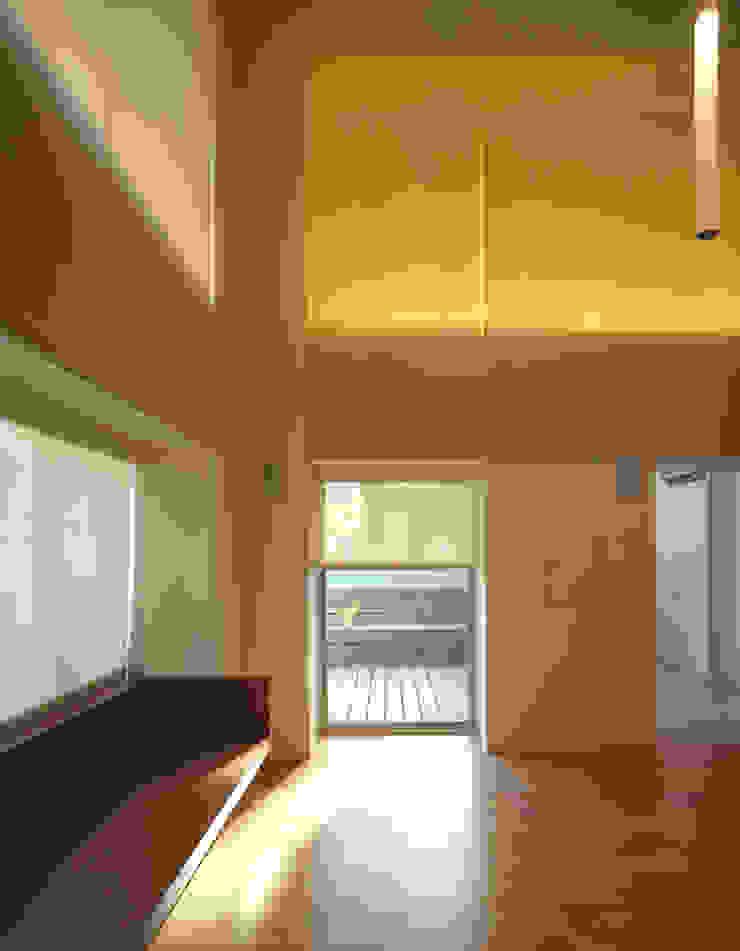 何宅樓梯 Ho Residence Stair 何侯設計 Ho + Hou Studio Architects 现代客厅設計點子、靈感 & 圖片