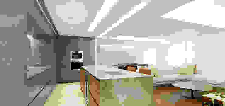 梁宅 Liang Residence 現代廚房設計點子、靈感&圖片 根據 何侯設計 Ho + Hou Studio Architects 現代風
