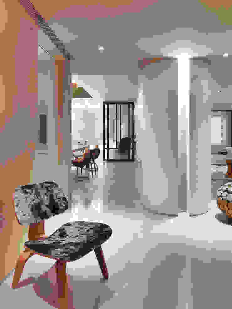 樓中樓住宅 Duplex Residence 何侯設計 Ho + Hou Studio Architects 現代風玄關、走廊與階梯