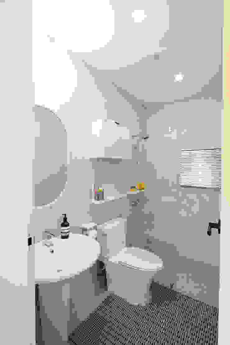 1층 화장실 모던스타일 욕실 by 위드하임 모던