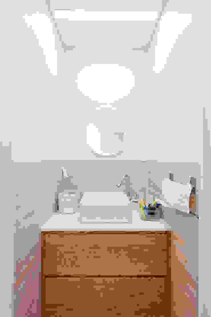 2층 화장실 모던스타일 욕실 by 위드하임 모던