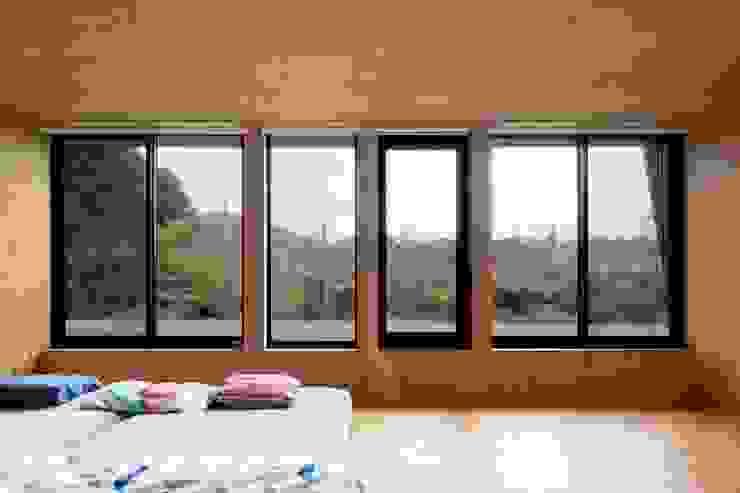 HOUSE-K オリジナルスタイルの 寝室 の N.A.O オリジナル