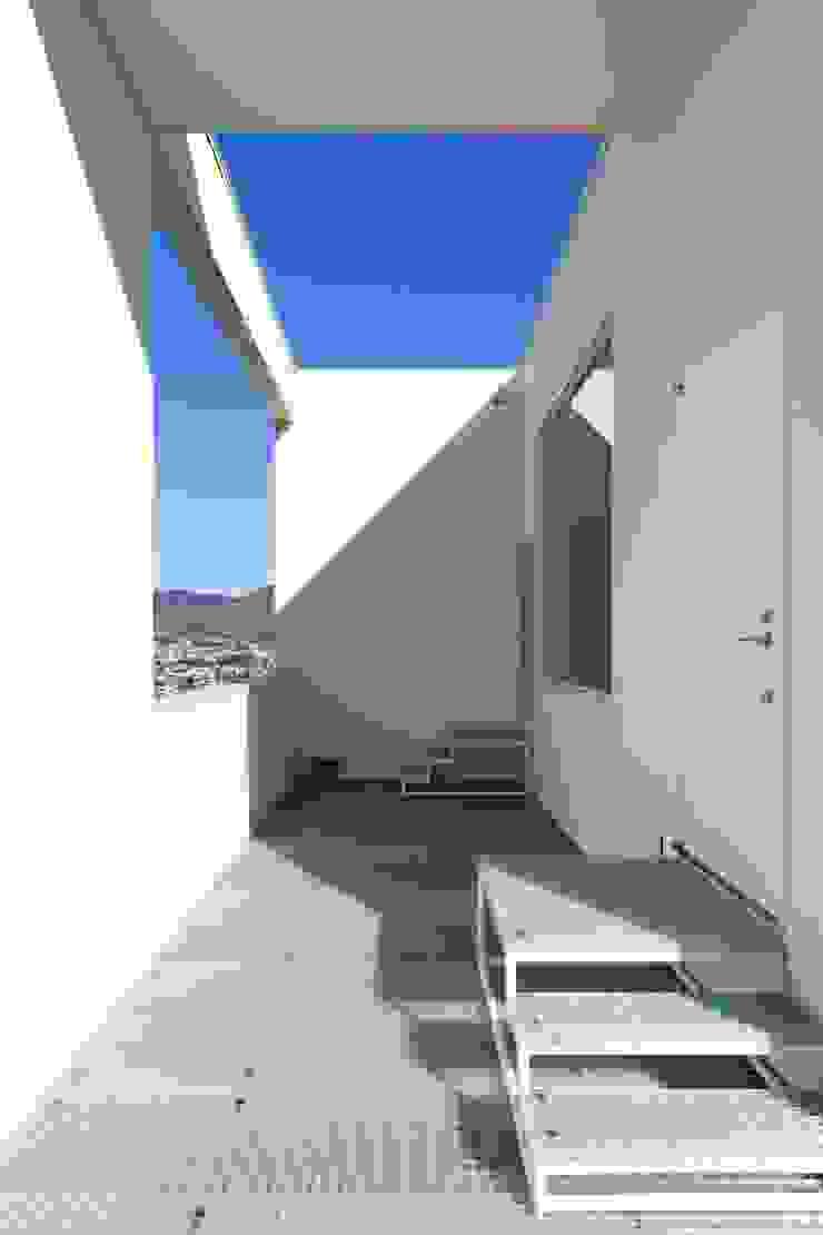Minimalist house by N.A.O Minimalist