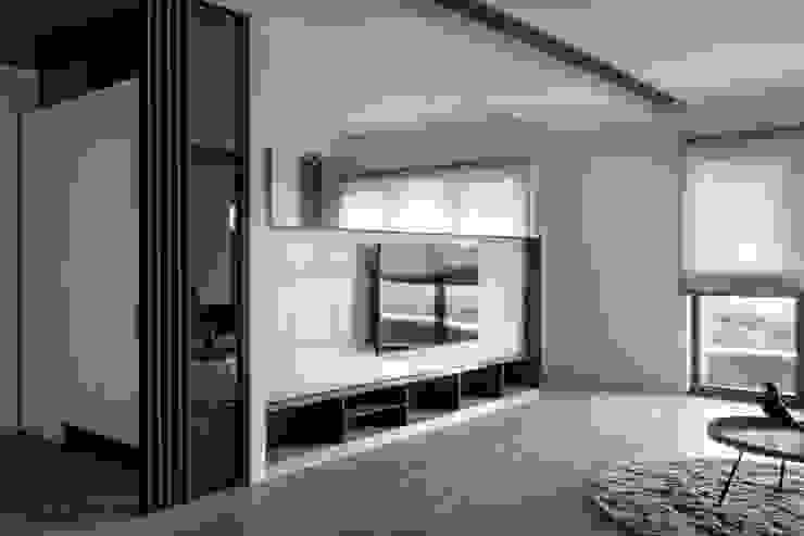 電視主牆 现代客厅設計點子、靈感 & 圖片 根據 極簡室內設計 Simple Design Studio 現代風