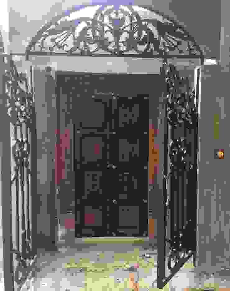 Eclectic style doors by Sandarbh Design Studio Eclectic