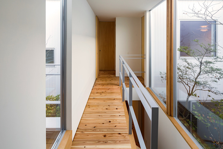 Eclectic style corridor, hallway & stairs by ポーラスターデザイン一級建築士事務所 Eclectic